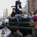 Caracas, sventato golpe contro Maduro. L'opposizione attacca, 8 feriti